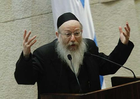 Deputy Minister of Health Yaakov Litzman addressing the Knesset.