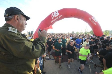 Legendary Chief Warrant Officer Itzahk Tito starts the race for tens of thousands of soldiers and commanders who took part.