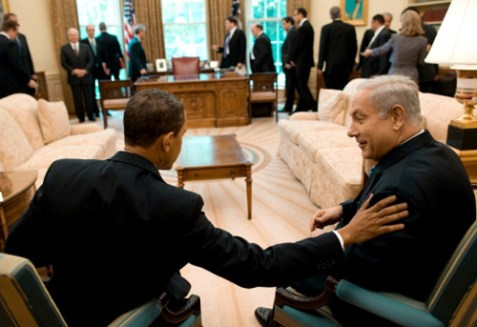 U.S. President Barack Obama (L) sitting with Israeli Prime Minister Benjamin Netanyahu (R) in the oval office, May 18, 2009.