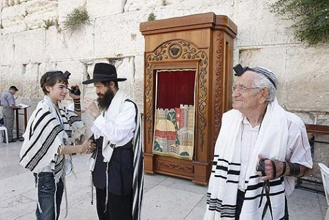 Holocaust survivor Zeev Rave, 83 (R), celebrating his bar mitzvah together with his grandson Lior at the Kotel.