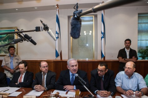 Prime Minister Benjamin Netanyahu leads the weekly cabinet meeting in the PM's office in Jerusalem. July 15, 2012.