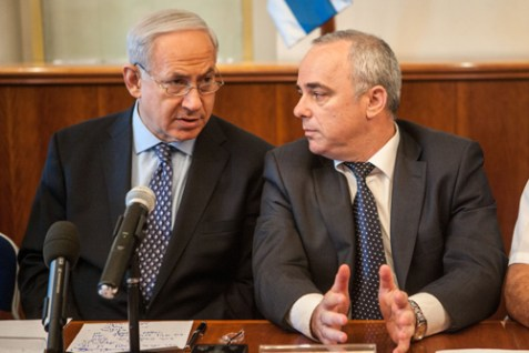 Israeli Prime Minister Benjamin Netanyahu leading a cabinet meeting. Finance Minister Yuval Steinitz sits next to him.