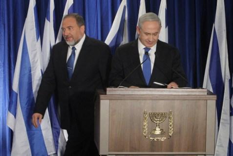 Foreign Minister Avigdor Liberman, Prime Minister Binyamin Netanyahu (archive)