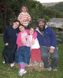 Uri DeYoung with children Avigayil, No'a, Beruria and Tsuriel.