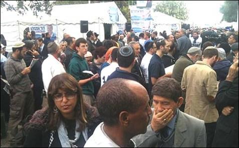 Likud crowds