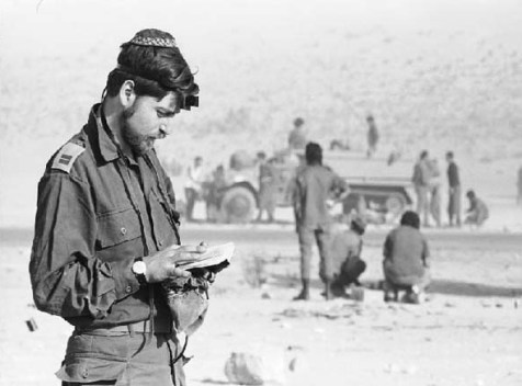 IDF soldier praying during the Yom Kippur War