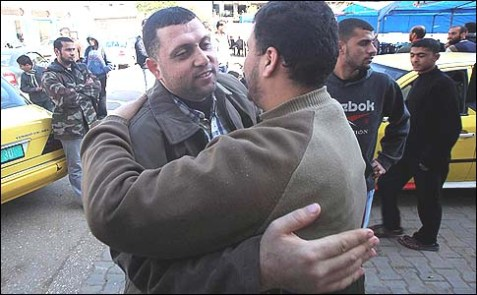 Ayman Nofal, a top Hamas commander, is suspected of involvement in the kidnapping of four Egyptian police officers.