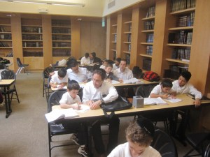 "Fathers of second-grade students from Rabbi Yisroel Pollock's class at Yeshiva Aharon Yaakov Ohr Eliyahu in Los Angeles took advantage of their day off from work the day after Thanksgiving to attend a ""Breakfast and Learn"" program with their sons."