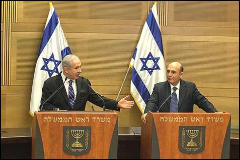 Prime Minister Benjamin Netanyahu (L) and Kadima chairman Shaul Mofaz at a joint press conference on May 08, 2012, announcing a new, huge coalition that lasted 3 months.