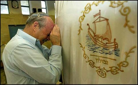 MK Nissan Slomiansky praying at Rachel's Tomb in Bethlehem.