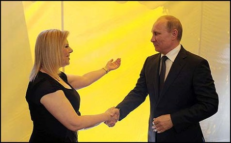 Sara Netanyahu greeting Russian President Vladimir Putin.