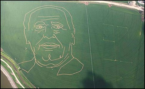 The crop circle image of Israeli president Shimon Peres in a field in Kibuts Tel Yosef.
