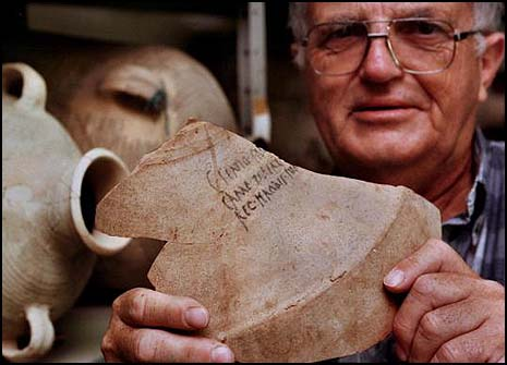 The late Prof. Ehud Netzer displaying a shard from a 2,000-year-old amphora bearing King Herods name.