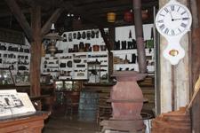 Einhorn-032213-Store-2