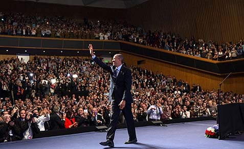 President Barack Obama waves to the audience at the Jerusalem Convention Center in Jerusalem, March 21, 2013.