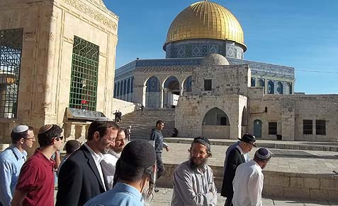 MK Moshe Feiglin (3rd from left) visiting Temple Mount in early 2013.