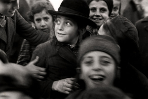 Jewish Schoolchildren, Munkacs (1935-38) photograph by Roman Vishniac.  © Mara Vishniac Kohn. Courtesy International Center of Photography.