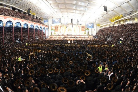 A view of the enormous crowd at the Belz chassunah.