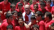 Portugal's national soccer team coach Luiz Felipe Scolari with young Israeli and Palestinian soccer players, June, 2007