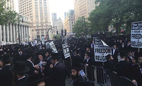 Thousands of Haredim protest in Lower Manhattan, June 9, 2013