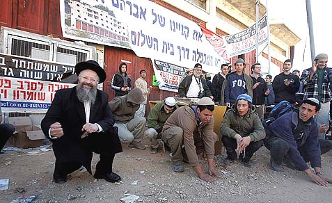 Hated by the powers that be, loved by the National Religious: Rabbi Shmuel Eliyahu hanging around with Hebron Jews protesting evacuations from legally purchased homes.