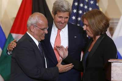 Secretary of State Kerry with negotiators Saeb Erekat and Tzipi Livni.