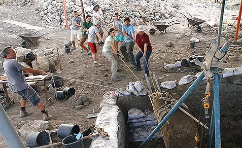 Team work at the excavations in the Huqoq synagogue.