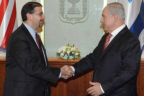 U.S. ambassador to Israel Dan Shapiro shaking hands with Prime Minister Benjamin Netanyahu in Jerusalem. Speaking this morning, Shapiro promised complete coordination of strategy and moves between the U.S. and Israel.