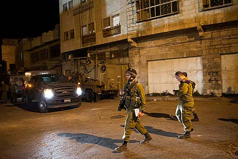 Israeli soldiers near a shooting scene in Hebron, Sunday, September 22, 2013. Some 50,000 visitors are expected in the city on Monday.