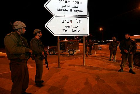 The IDF is searching the Jordan Valley for Palestinian Authority terrorists who murdered a Jewish man and lightly wounded his wife shortly after midnight Thursday.