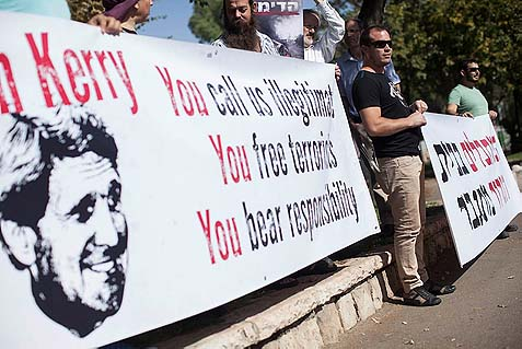 Gush Etzion residents giving Kerry their own press release, outside the American Consulate in Jerusalem.