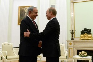 Russian President Vladimir Putin (R) and Israeli Prime Minister Benjamin Netanyahu meet in the Kremlin in Moscow. (file)