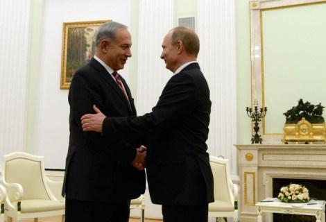 Russian President Vladimir Putin (R) and Israeli Prime Minister Benjamin Netanyahu meet in the Kremlin in Moscow.