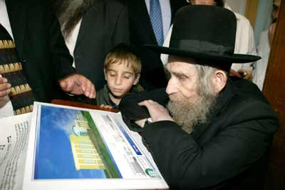 HaRav HaGaon Rav Steinman studying the plans for the shul.
