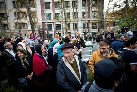 Jews, most of them elderly, show up in Tehran to state they support Iran's nuclear position.