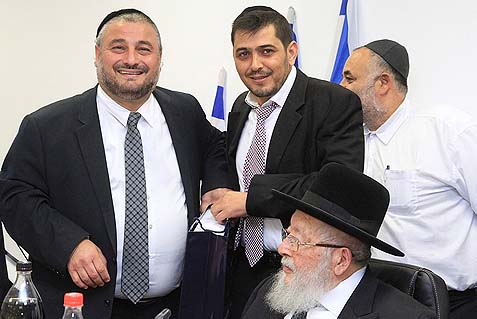 Beit Shemesh mayor Moshe Abutbul (L) during a council meeting on November 25, 2013. A Jerusalem court is deciding Tuesday whether his election was legal.