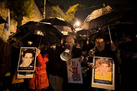 "Activists and bereaved families demonstrate against the Palestinian prisoner release in what they called the ""Black Umbrella March"" starting at the Prime Minister's residence to the Old City home of a Palestinian prisoner to be released tonight."