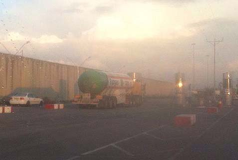 An Israeli fuel truck waiting to go through the Kerem Shalom crossing, to assist Gazans.