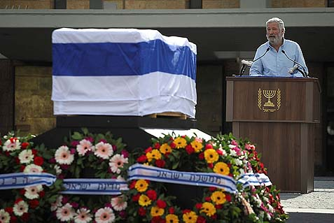 Zeev (Zambish) Chever, a friend of late former Prime Minister Ariel Sharon, eulogizing him.