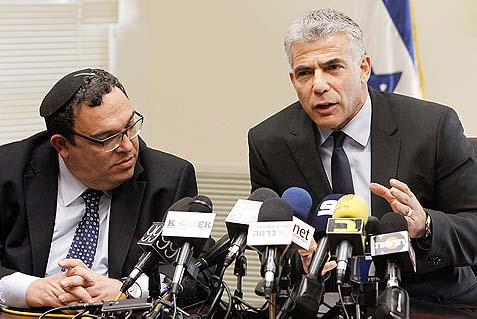 Rabbi Shai Piron (L) and Yair Lapid, Yesh Atid party chairman. (archive)