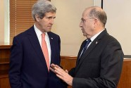 Israeli Minister of Defense Moshe (Bogie) Yaalon (R) with U.S. Secretary of State John Kerry in Jerusalem, January 3, 2014.
