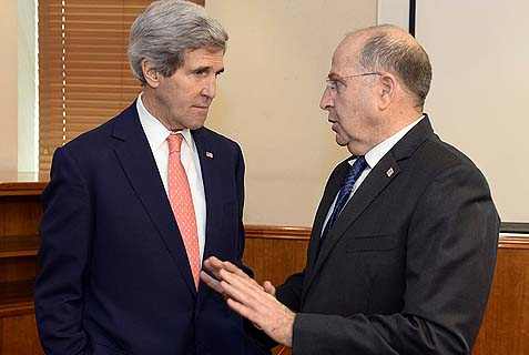Minister of Defense Moshe Yaalon (R) with U.S. Secretary of State John Kerry in Jerusalem.