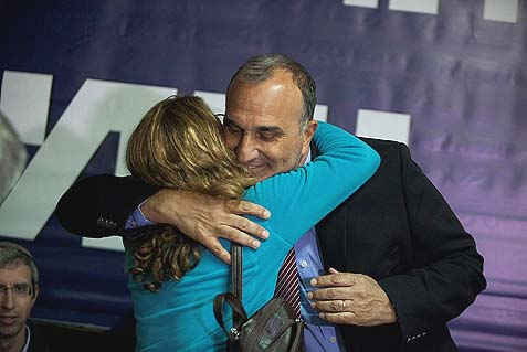 Beit Shemesh mayoral candidate Eli Cohen hugging a fan during a press conference about the upcoming repeat elections.