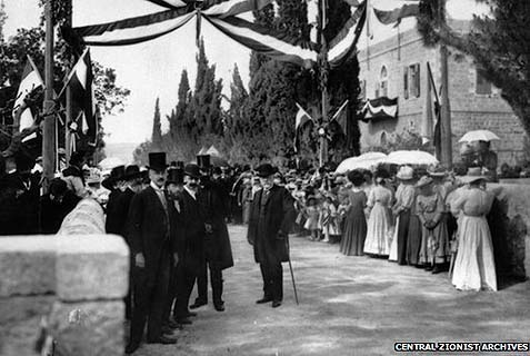 Templers waiting to greet Kaiser Wilhelm II in Jerusalem in 1898.