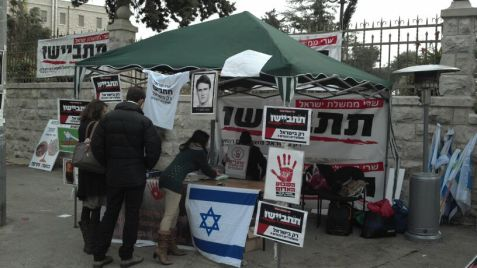 A protest tent near the Prime Minister's residence. The protesters want to stop the further release of terrorists.