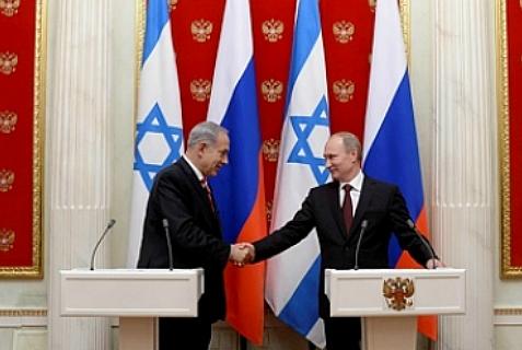 Russian President Vladimir Putin (R) and Israeli Prime Minister Binyamin Netanyahu meet in the Kremlin, Nov. 20, 2013.