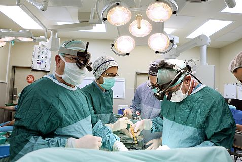 Doctors at Rambam Medical Center operate on Jordanian boy.