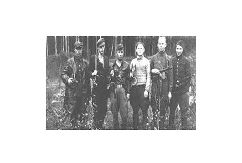 A group of Jewish partisans in the Rudniki forest, near Vilna, between 1942 and 1944. — US Holocaust Memorial Museum.