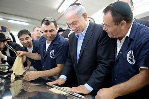 Netanyahu Baking Matza