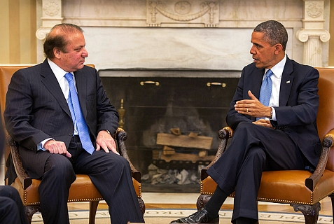 U.S. President Barack Obama and Pakistani Prime Minister Nawaz Sharif meet in the Oval Office, Oct. 23, 2013.